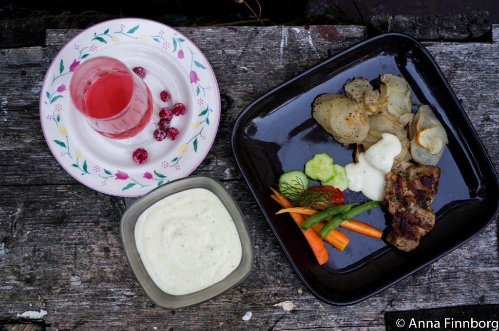hemmagjord-majonnäs-middag-uppifrån
